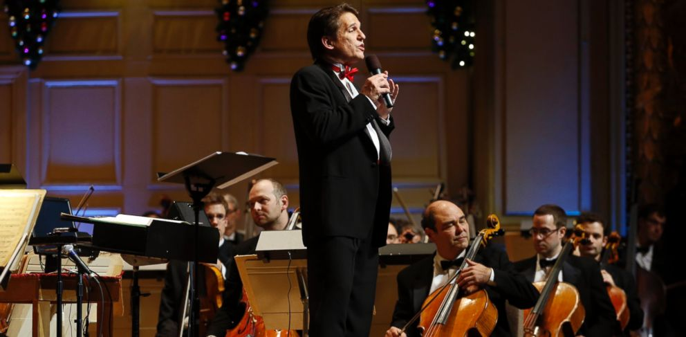 PHOTO: Keith Lockhart speaks to the audience during the opening night of Holiday Pops in Boston on December 4, 2013.