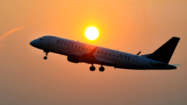 PHOTO: A Delta airlines aircraft takes off from the Ronald Reagan National airport as the sun rises in Washington, DC, June 9, 2011.