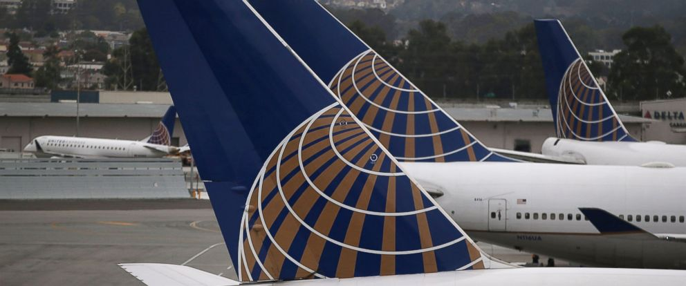 """PHOTO: United Airlines has dropped its $50 """"hardship fee."""""""