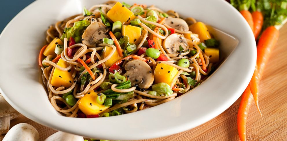 PHOTO: Airports across the country are being lauded for improved food options, such as the Mango Stir-Fry prepared by Silver Diner at Baltimore Washington International.