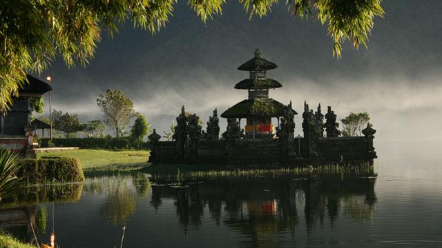 PHOTO:Barbara Weibel photographed her 2007 trip to Pura Ulun Danau Bratan Temple at Lake Bratan in Bedugul, Bali.