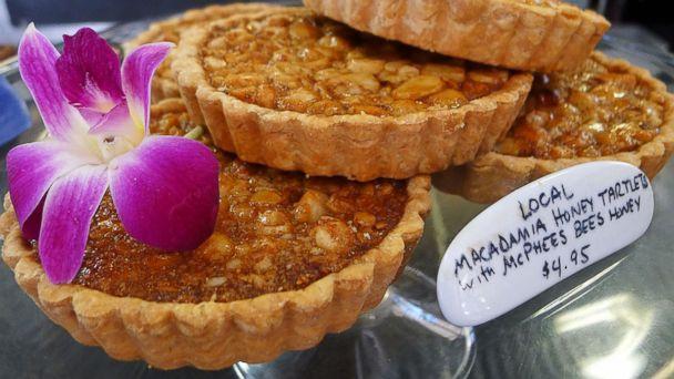 PHOTO: Cakes by Kristen Honeys Mac Tarts.