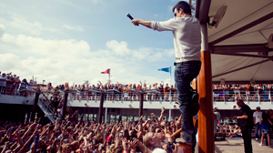 PHOTO Jordan Knight performs on a New Kids on the Block Cruise.