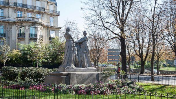 PHOTO: May in Paris.