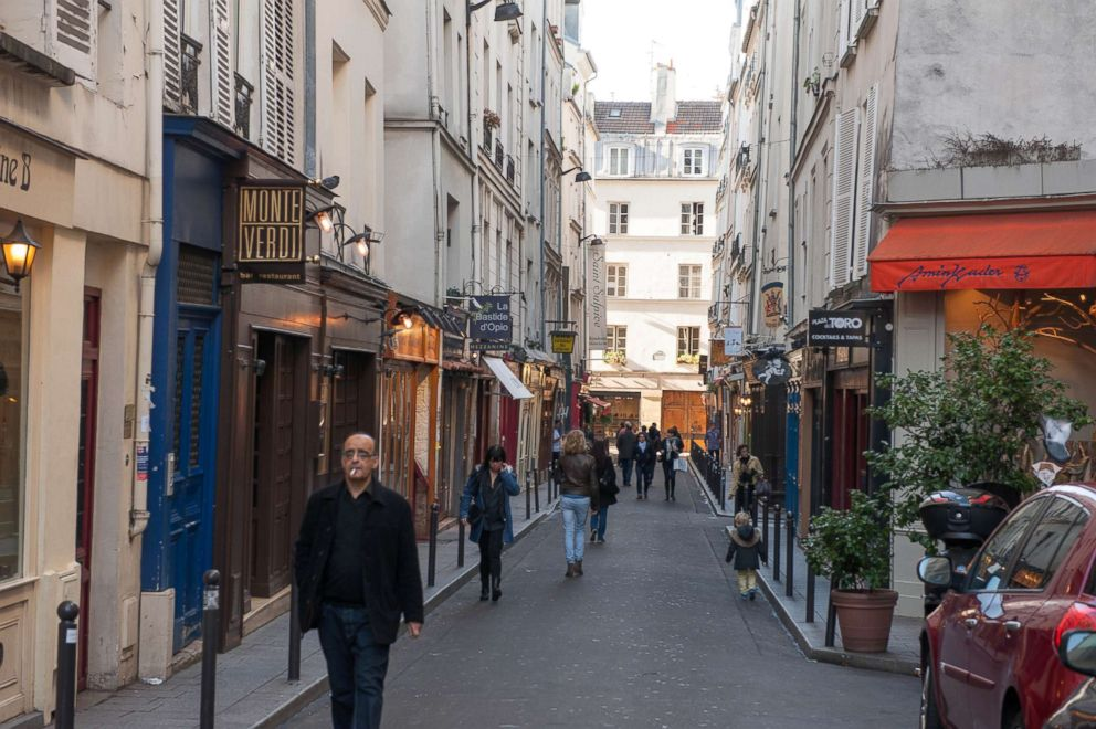 Oyster.com's list of 6 things you should never do in Paris.