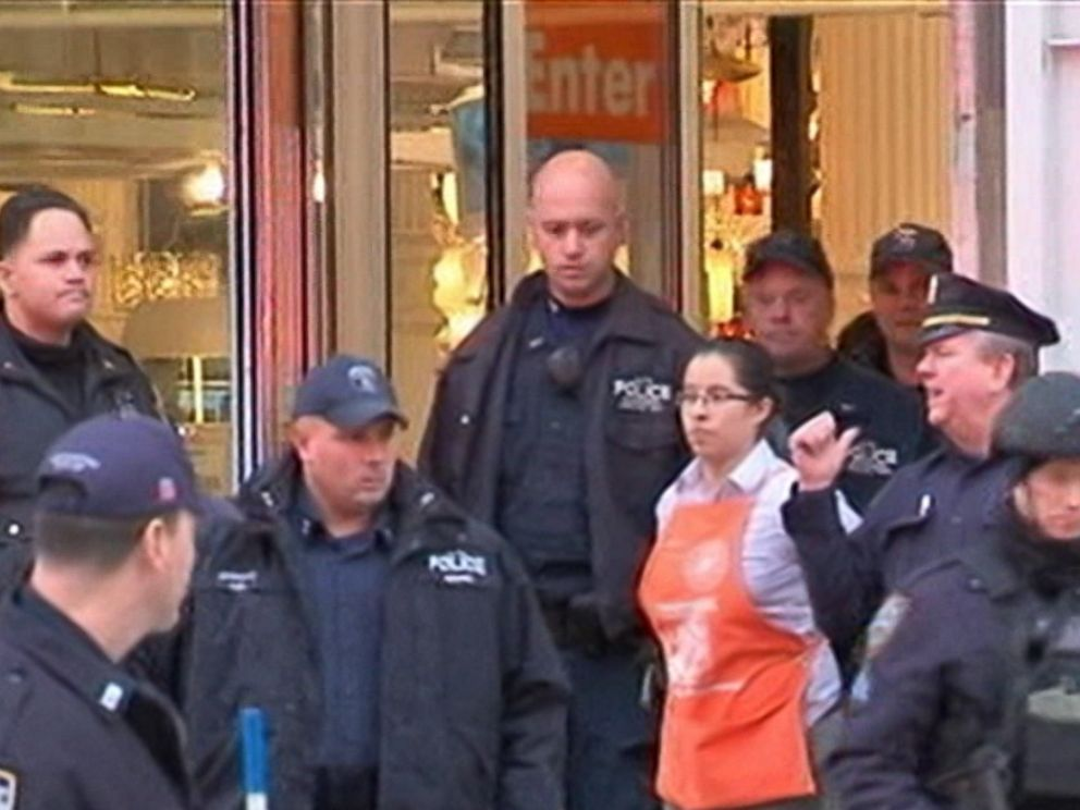 2 Dead In Murder Suicide At Home Depot In Nyc S Flatiron District Abc News