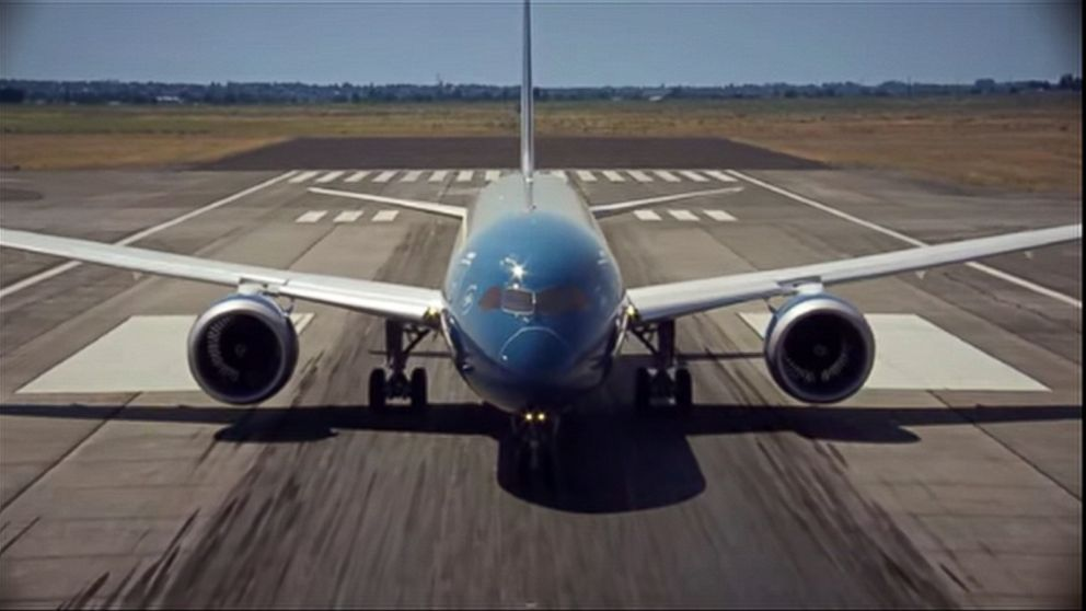 New Boeing 787-9 Dreamliner Makes Dizzying Takeoff in Test