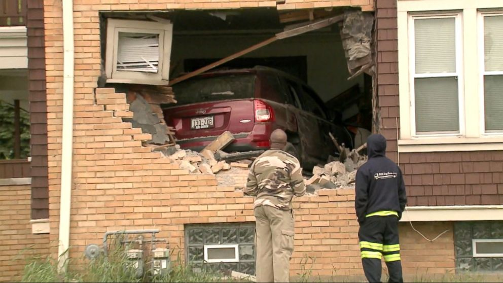Sell My Car Online >> SUV crashes through brick wall, into Milwaukee home Video - ABC News