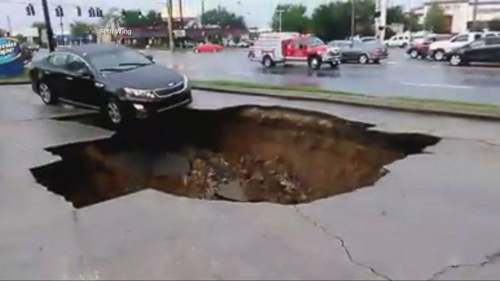 Woman Escapes Car Swallowed By Florida Sinkhole Video