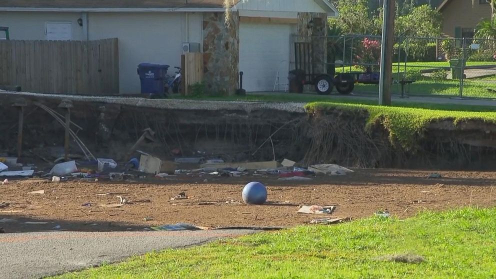 Homes swallowed by giant sinkhole Video - ABC News