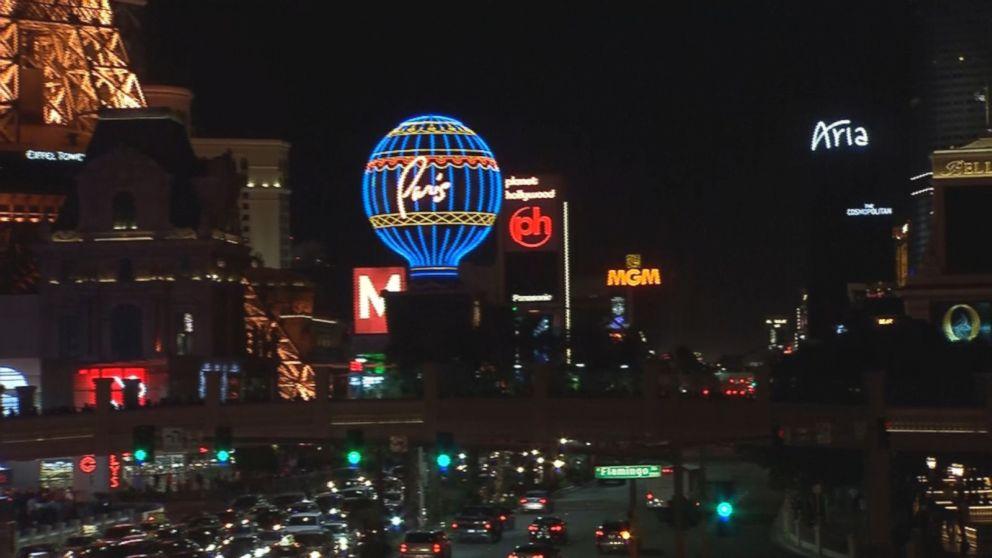 Abc Las Vegas >> Las Vegas Lights Dim In Tribute To Shooting Victims Heroes