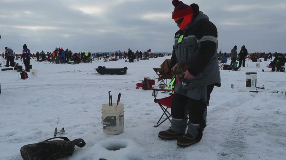 Before super bowl minnesota hosts world 39 s largest ice for Ice fishing tournaments mn