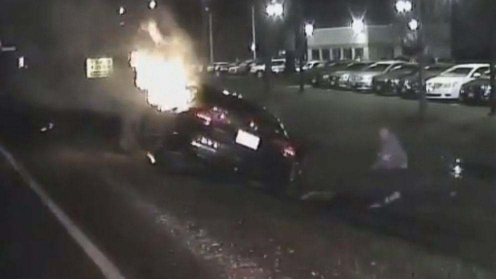 Good Samaritans rescue man from fiery crash in Illinois - ABC News