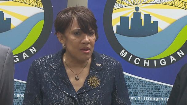 Flint mayor pursuing lawsuit against Michigan over water distribution