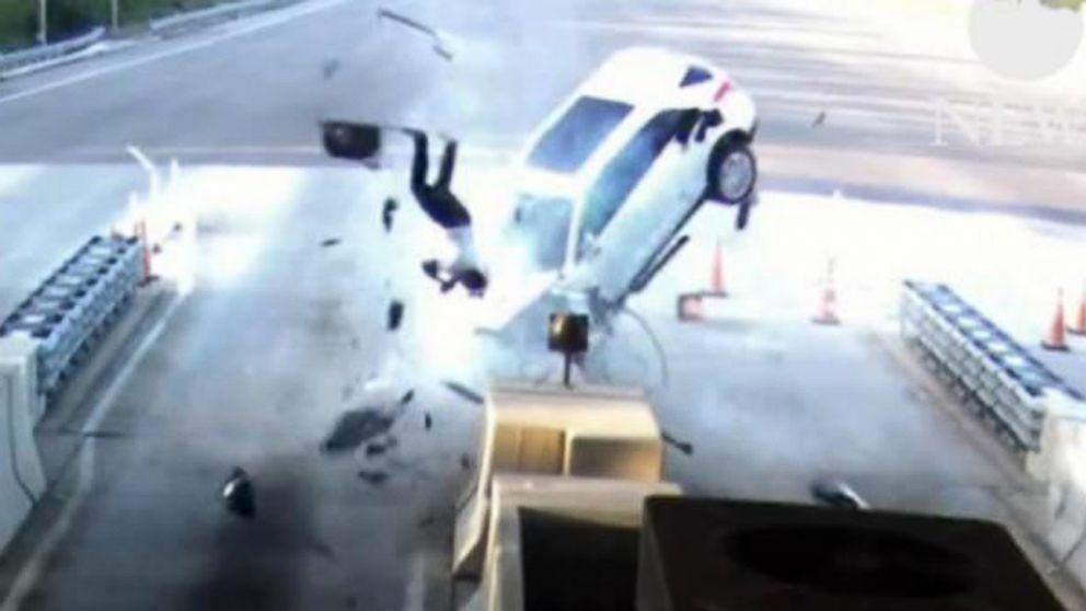 Man Flies Through Windshield In Violent Crash Survives Abc News