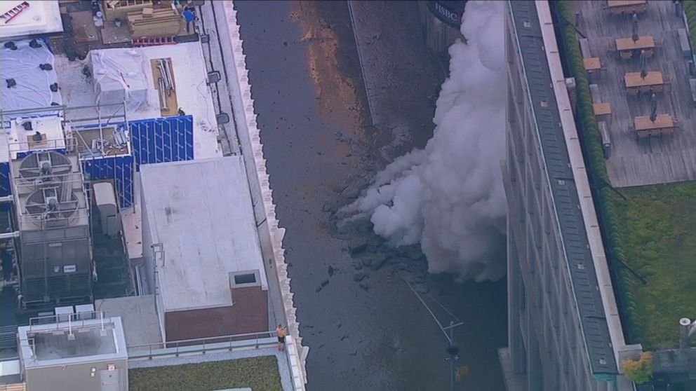 Steam pipe explosion snarls traffic in NYC