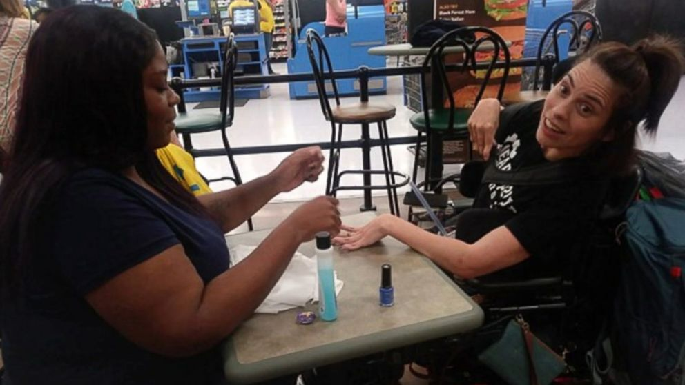 Walmart Cashier Steps In To Polish Disabled Woman S Nails When Salon