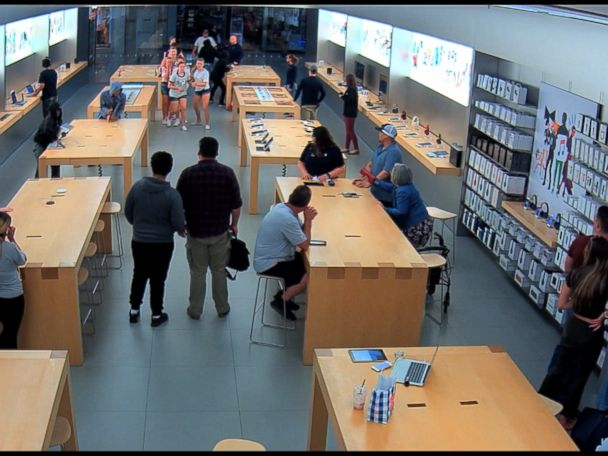 WATCH:  4 thieves take off with over $27,000 of products from Apple store