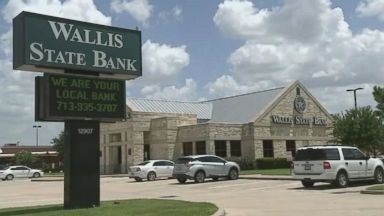 3 bank robbery suspects in custody after Dallas chase