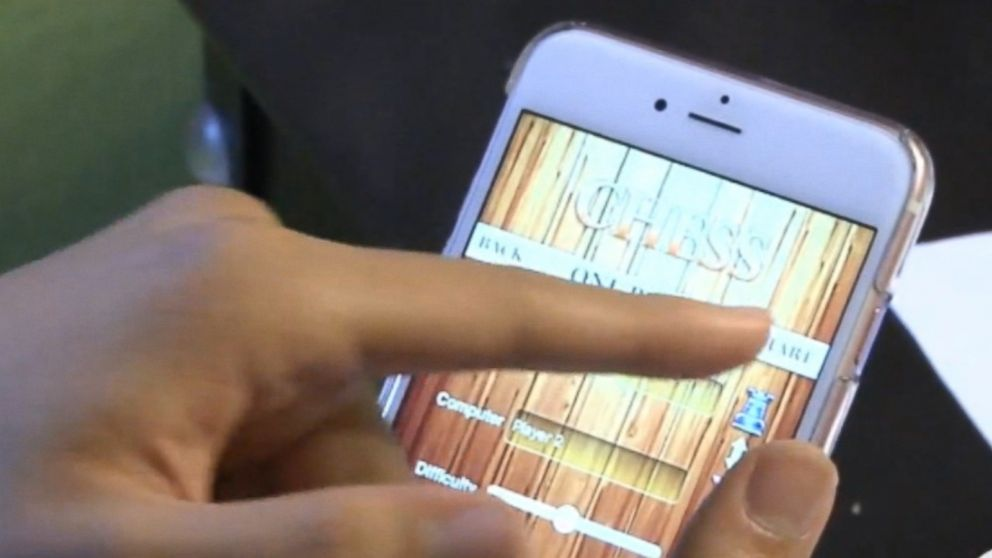 Family racks up $13,000 in iPhone data roaming fees while ...