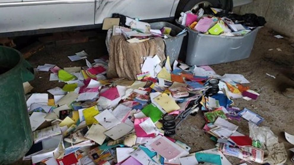 Postal Worker Pleads Guilty To Stealing Money From Over 6 000 Greeting Cards Abc News