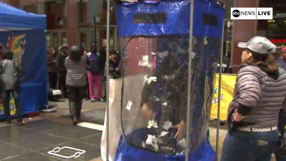 Illinois Lottery Gives Away Free Mega Millions Tickets Video Abc News