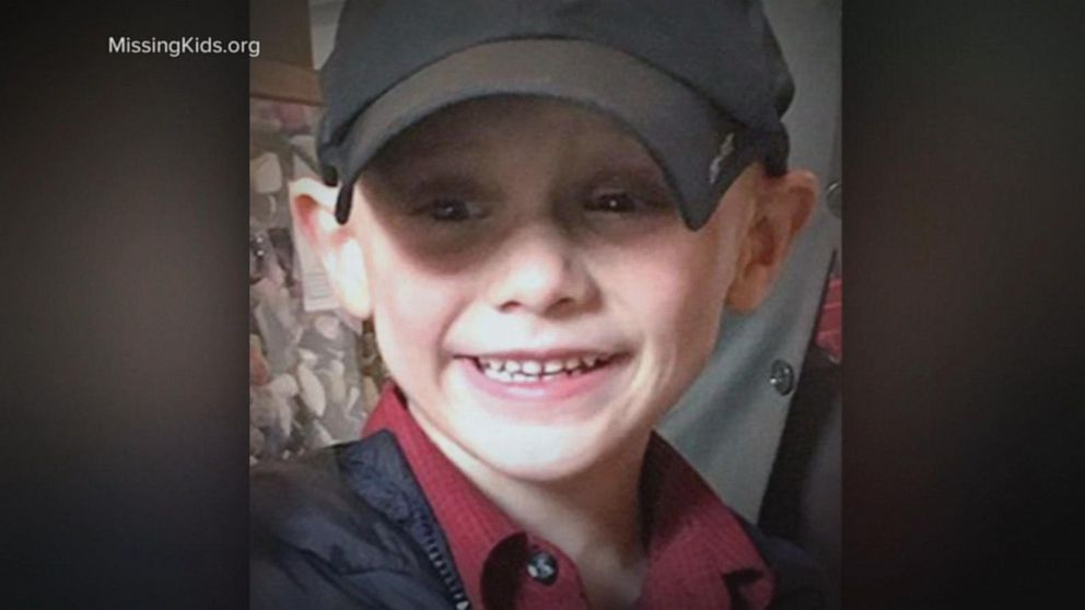 Mom not cooperating with police amid search for missing 5-year-old boy: Officials