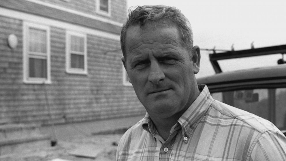 VIDEO: Deputy Sheriffs story differs from Ted Kennedys at Chappaquiddick