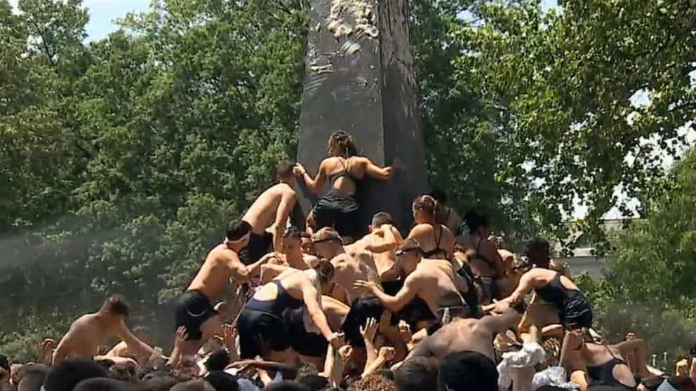Naval Academy plebes participate in 2019 Herndon Monument Climb