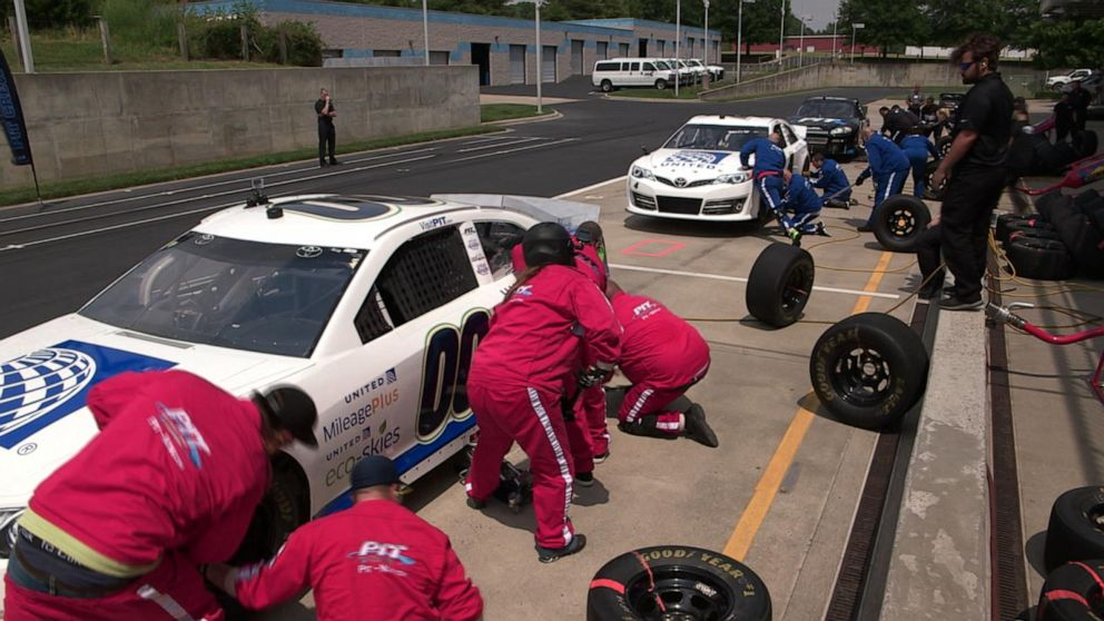 United Airlines turns to NASCAR pit crews for quicker turnover