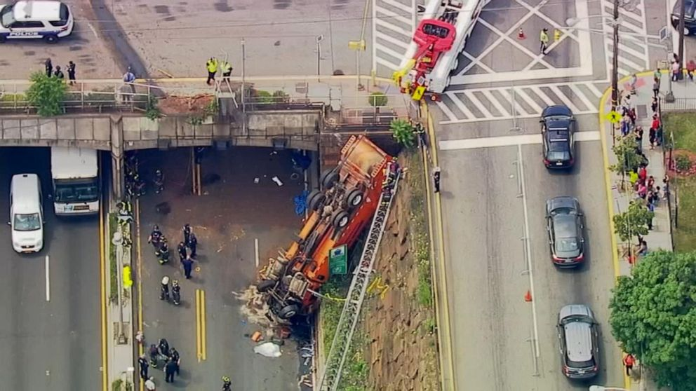 Garbage truck overturns near NYC Lincoln Tunnel, multiple injured