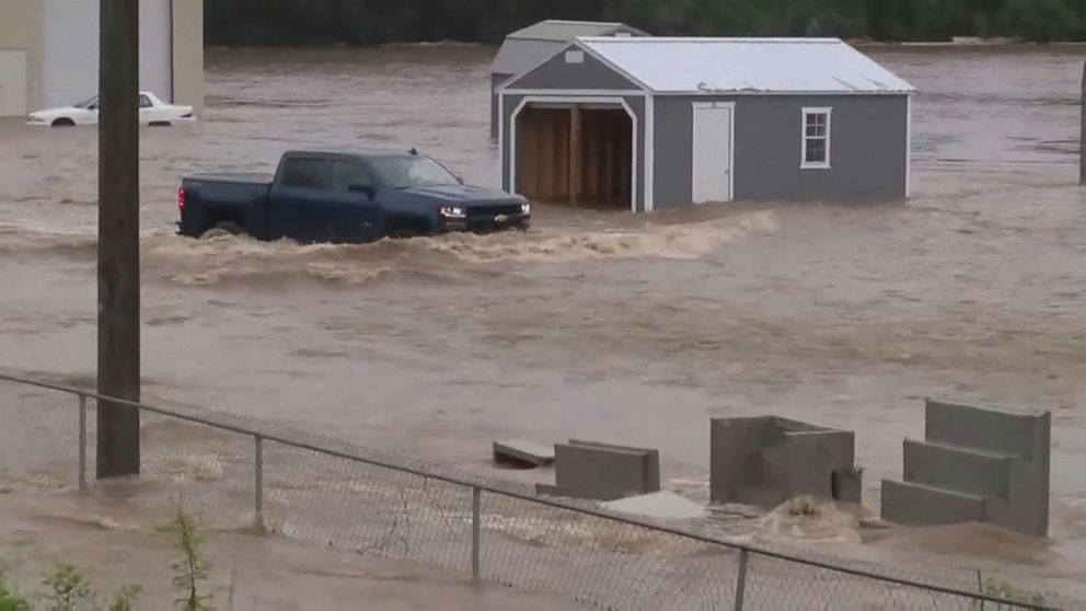 Flooding in central US as heat wave ramps up