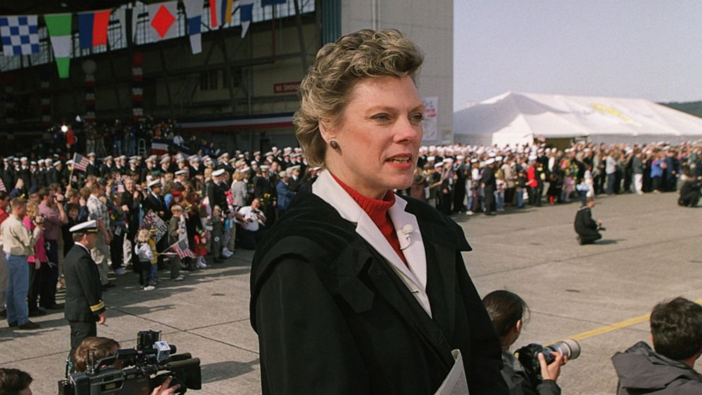 Former presidents, lawmakers react to the passing of 'trailblazer' Cokie Roberts