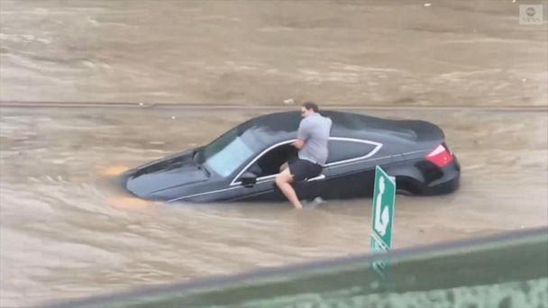 Driver abandons vehicle in Texas floodwaters