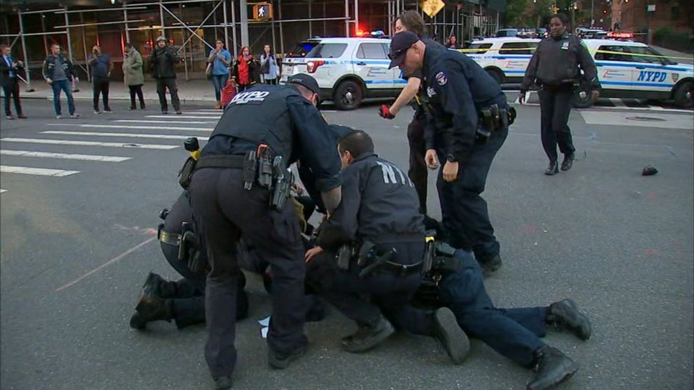 Man escapes NYPD car before being tackled Video - ABC News