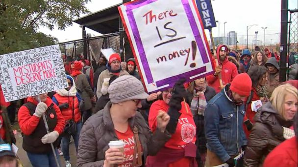 Chicago teachers, district leaders meet for 16 hours but no resolution