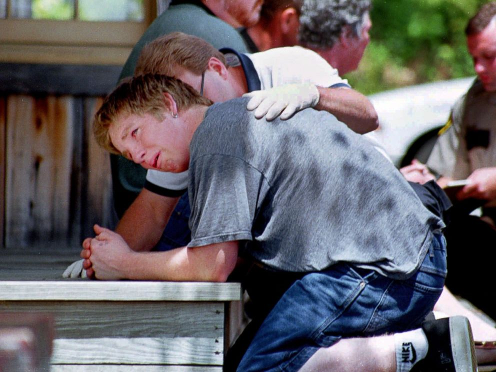 PHOTO: A rescue worker consoles a survivor of a amphibious tourist boat wreck on Lake Hamilton May 1, 1999, in Hot Springs Ark.