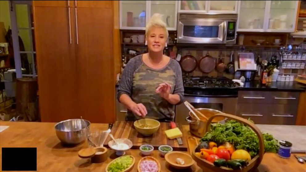 Chef Anne Burrell S Easy Canned Bean Chili Recipe Abc News