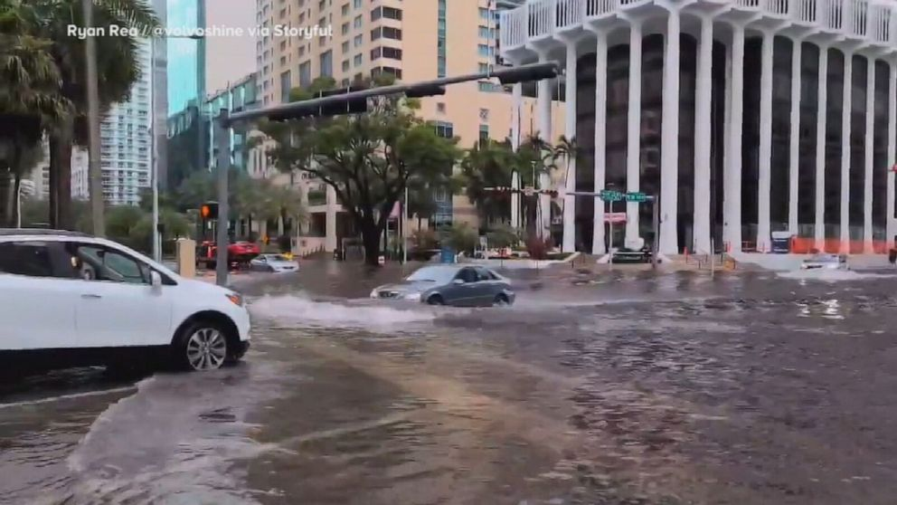Damaging storms form Wisconsin to Texas