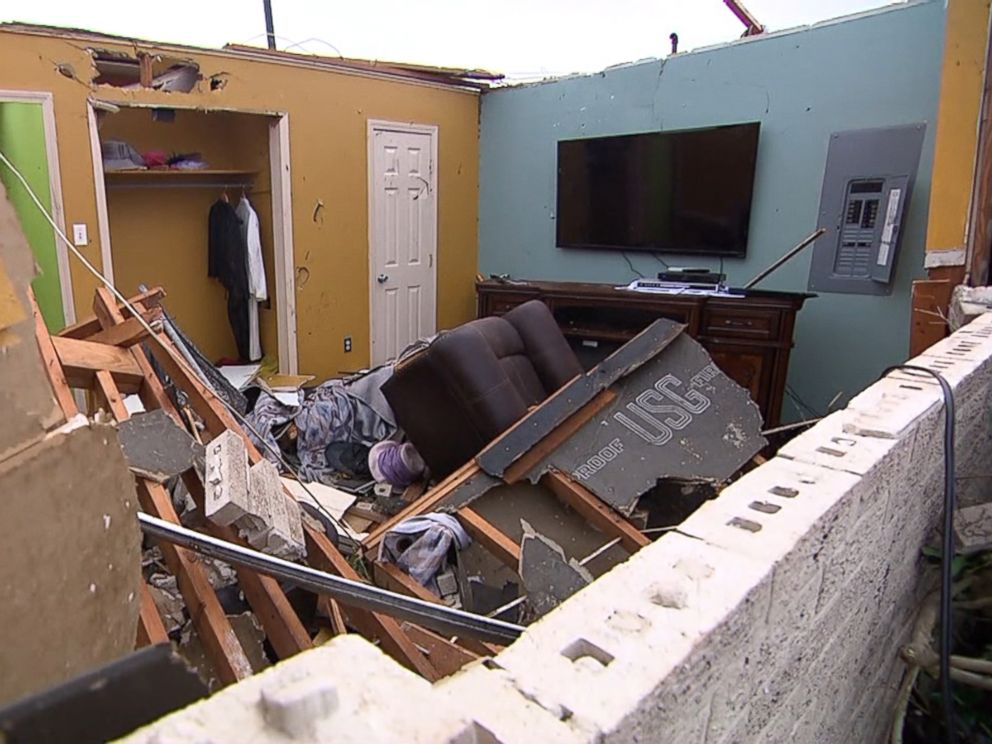 PHOTO: Tornado damage at the home of a New Orleans, Louisiana, couple, Feb. 7, 2017.