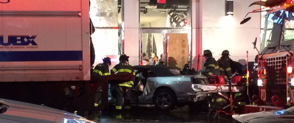PHOTO: Emergency crews respond following an accident outside a Forever 21 store in New York City, Dec. 10, 2014.