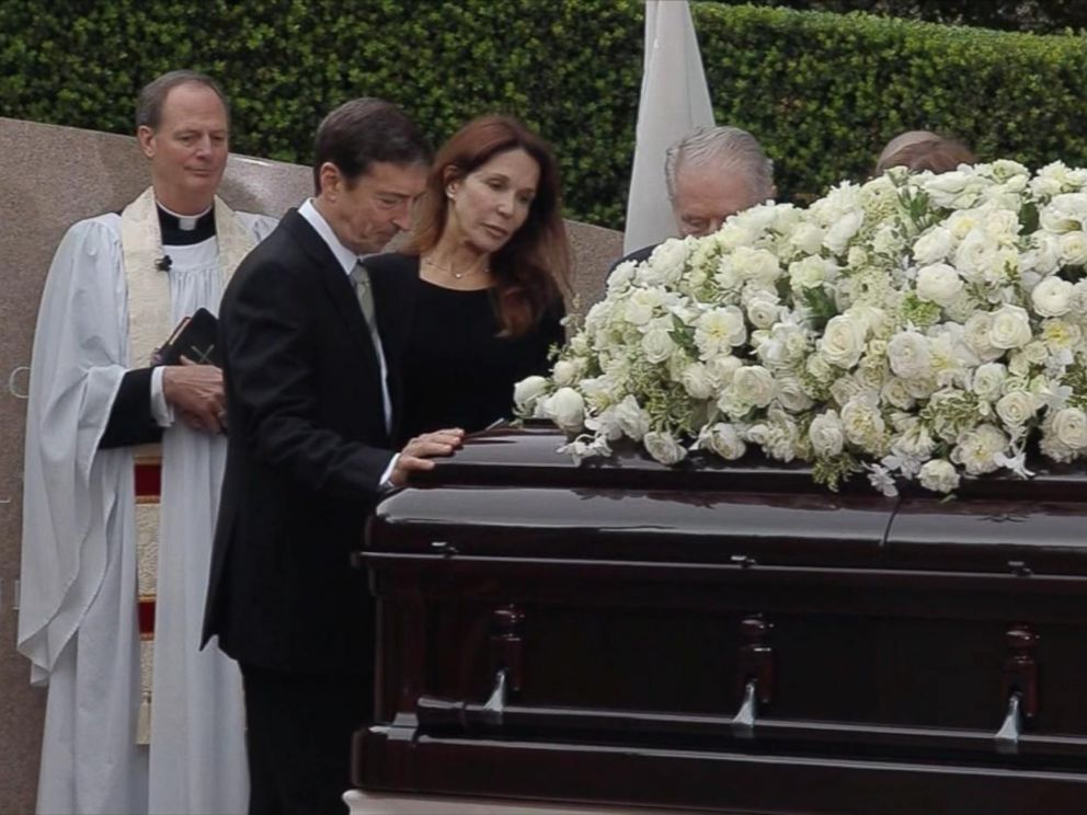 PHOTO: The children of Nancy Reagan, Ron Reagan and Patti Davis at their mothers casket at the Ronald Reagan Presidential Library in Simi Valley, California, March 11, 2016.