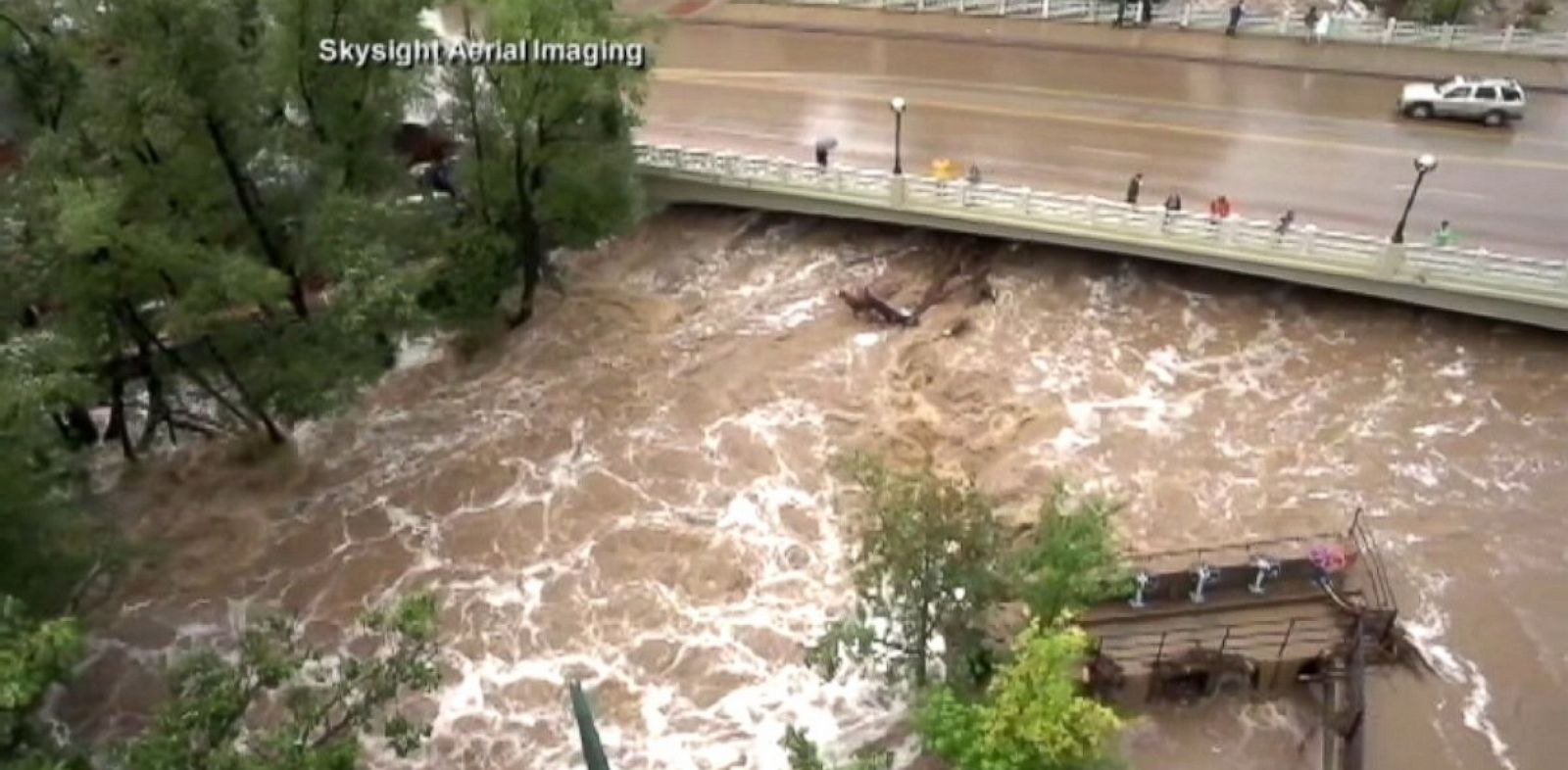 PHOTO: Crews continue rescue attempts for victims of the Colorado flood