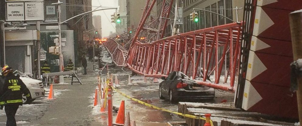 PHOTO:A crane collapsed on West Broadway and Worth Street in New York, Feb. 5, 2016.