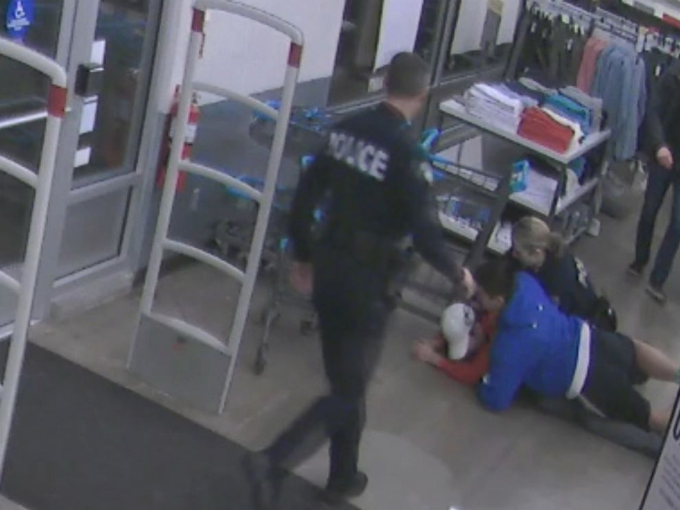 PHOTO: Officers from the Bellevue Police Department credited 14-year-old high school football player Kevin Merz with helping to catch a fleeing shoplifter.