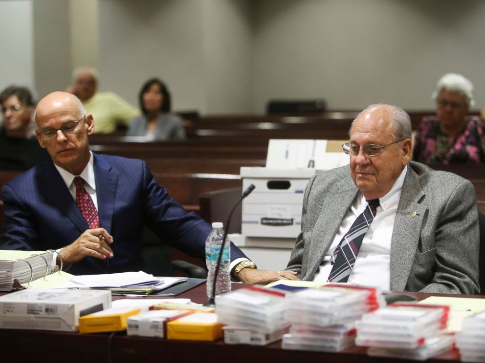 PHOTO: Retired police officer Curtis Reeves, right, sits with his defense attorney Richard Escobar during a hearing at the Robert D. Sumner Judicial Center, Feb. 21, 2017, in Dade City, Florida.