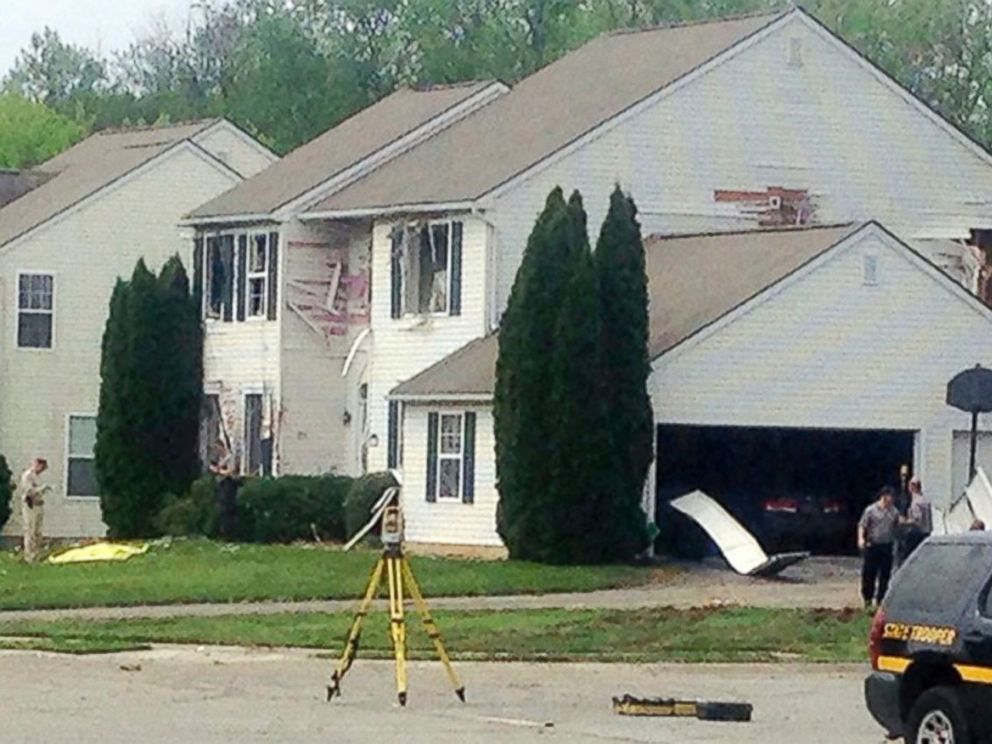 PHOTO: Authorities inspect a house after a standoff, on April 27, 2017, in Middletown, Del., between law enforcement and a man police say shot and killed Delaware State Trooper Cpl. Stephen J. Ballard.