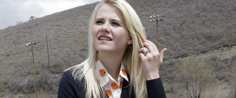 PHOTO: Elizabeth Smart, who was abducted at 14 and held captive for nine months, identifies with Sherri Papini.