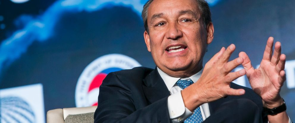 PHOTO: Oscar Munoz, Chief Executive Officer, United Airlines, speaks during the 2017 Aviation Summit hosted by the U.S. Chamber Of Commerce in Washington, on March 2, 2017.