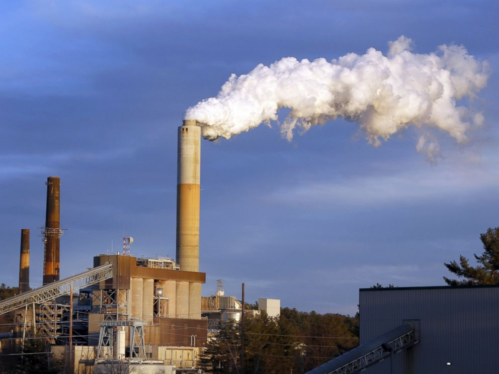 PHOTO: A plume of steam billows from the coal-fired Merrimack Station in Bow, N.H.